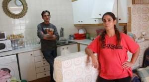 Биель Гарсиас и Мари Анхельс в квартире, которую им временно одолжили родственники