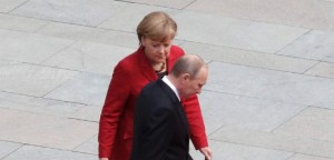 German Chancellor Merkel and Russian President Putin attend welcome ceremony in Berlin