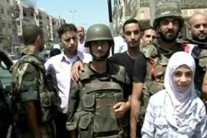Солдаты с жителями