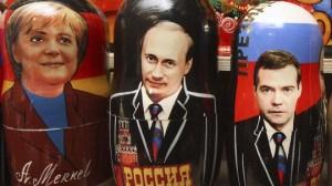 Сувенирные канцлер Меркель, президент Путин и премьер-министр Медведев